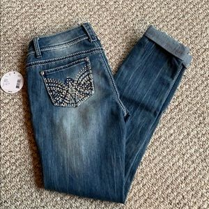 Cute distressed skinny jeans with cuffs